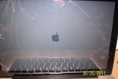 MacBook Pro Alu unibody Reparatur einer gebrochenen Scheibe